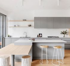 32 Popular Scandinavian Kitchen Decor Ideas You Should Try - Born in the coldest areas, the Scandinavian style includes pieces of furniture made of pine, serious lines and tones inspired from fjords. Home Decor Kitchen, Interior Design Kitchen, New Kitchen, Home Kitchens, Kitchen Dining, Kitchen Ideas, Kitchen Cabinets, Kitchen Hacks, Kitchen Grey