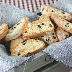 Carquinyolis with olives and nuts