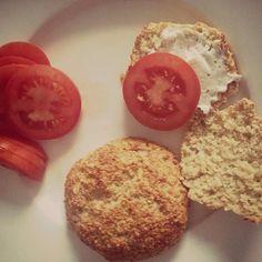 Neues #Jahr neuer #Anfang. Heute der #Start mit #lowcarb ins #Jahr #2016  Die #Weihnachtszeit ist um und die #Schlemmerei hat ein Ende ! Aber ab und zu sollte man sich einfach mal was #gönnen  Der nächste #Frühling komm und ich will was tun   Heute hab es die #haferflockenquarkbrötchen mit #Tomaten und mittags #Salat mit leckerem grillfleisch  abends noch paar #nüsse und #möhrchen geknabbert. Die Woche kommt unser Paket von #gymqueen ! Freu mich drauf by estrella190880