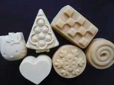 A mes débuts en savonnerie, j'ai réalisé un savon au miel et au lait d'avoine. Récemment,j'ai eu de nouveau envie d'un savon très doux en voyant passer de jolies formules sur la blogosphère. …