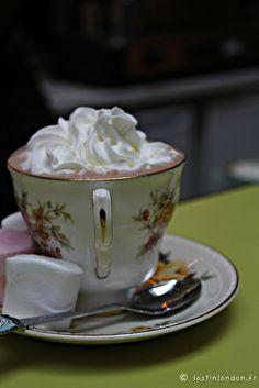 RELAX - Attendre son Eurostar à deux pas de Saint Pancras, à Drink Shop and Do et se caler au fond d'un canapé, une tasse de thé fumant dans les mains.