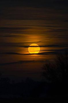Full moon of december over Freising / by Bernhard Thum Moon Photos, Moon Pictures, Beautiful Moon, Beautiful World, Moon Photography, Landscape Photography, Broly Ssj3, Moon Dance, Shoot The Moon