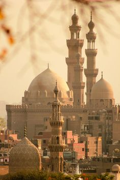 ►Mosque of Sultan Hassan in Old Cairo