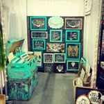In absolute love with @secondchancescreations craftshow booth. They'll be at @makeitshow in March! Her work is amazing too, so be sure to check it out. . . Great use of product collections and playing craft show props off the collection. The use of turquoise throughout the space really catches your eye and pulls everything together. A secondary cream and black collection is displayed in a smaller composition on the right. Beautiful! . . #Repost @secondchancescreations ・・・ All set up and…