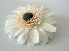Clay daisy tutorial .Love the center petals idea