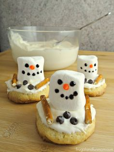 Melting Snowman Sugar Cookies, A Fun Hands On Holiday Dessert! #TheDessertDebate #Ad