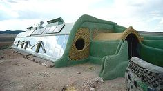Global model Earthship Taos N. - Earthship - Wikipedia, - South and east side of an Earthship passive solar home. by - Own work Maison Earthship, Earthship Design, Earthship Biotecture, Earthship Home, Natural Building, Green Building, Building A House, Cob Building, Sustainable Architecture
