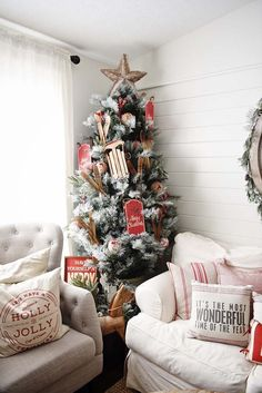 40+ Christmas decorated spaces to put you in a holiday mood