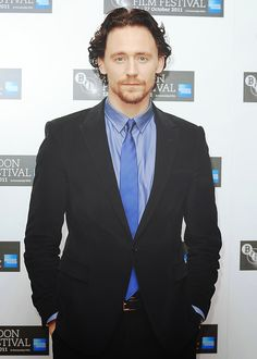 jossmayfair:  mrs-laurenhiddleston:  Thomas looks good in blue;)  yes he does !!!!