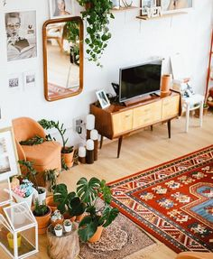 18 Ideas For Vintage Wallpaper Wallpapers Apartment Therapy Boho Living Room, Home And Living, Bohemian Living Spaces, Bohemian Room, Interior Design Living Room, Living Room Designs, Interior Livingroom, Room Interior, Apartment Living