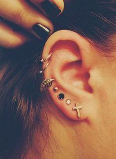 Piercings d'oreille sur l'hélix et le lobe dans Top 13 des piercings à l'oreille les plus beaux