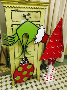 IMAGE Grinch Christmas Decorations, Whoville Christmas, Christmas Yard Art, Grinch Stole Christmas, Whimsical Christmas, Office Christmas, Christmas Wood, Christmas Signs, Kids Christmas
