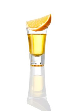Licor 43 Shot: Pour 1 ounces of Licor 43 in a shot glass and serve with an orange slice. Cocktail Menu, Orange Slices, Cocktails, Drinks, Hurricane Glass, Shot Glass, Tableware, Craft Cocktails, Drinking