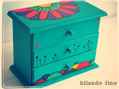 caja alhajero pintado a mano diseños únicos - Cajas - Casa - 801527 Hand Painted Chairs, Whimsical Painted Furniture, Painted Wooden Boxes, Wood Boxes, Painting For Kids, Painting On Wood, Altered Cigar Boxes, Art And Hobby, Decoupage Vintage