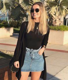 Look saia jeans, body preto com gola e cardigan preto. Black Women Fashion, Girl Fashion, Womens Fashion, Trendy Fashion, Fashion Trends, Moda Chic, Girl Outfits, Fashion Outfits, Jeans Fashion