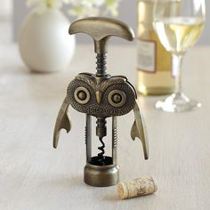 This has to be the cutest corkscrew I've ever seen! It's a hoot. @Eva Sanders this would be great for your owl collection and for your wine nights lol