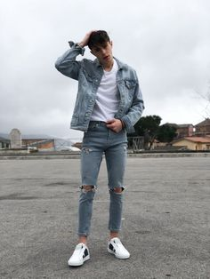 Asian Men Fashion, Trendy Mens Fashion, Denim Fashion, Asian Street Fashion, Guy Fashion, Winter Fashion, Black Casual Outfits, Trendy Outfits, Basic Outfits