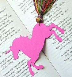 DIY Unicorn bookmark with yarn tassel // Unikornis könyvjelző fonal farok bojttal  - kreatív ötlet gyerekeknek // Mindy - craft tutorial collection // #crafts #DIY #craftTutorial #tutorial