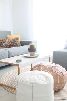 moroccan style in the living room. moroccan pouf. puf blanco bordado a mano