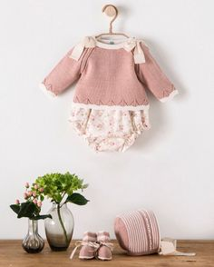 No hay ninguna descripción de la foto disponible. Baby Clothes Patterns, Baby Knitting Patterns, Frock Patterns, Knitted Baby Clothes, Cute Baby Clothes, Baby Girl Fashion, Kids Fashion, Baby Boy Outfits, Kids Outfits
