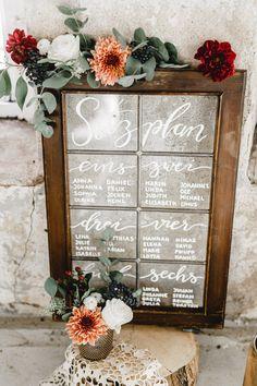 Vintage Hochzeitsdekoration Sitzplan Eukalyptus Fenster Kalligraphie
