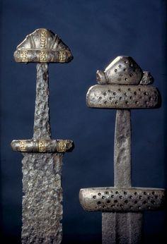 Épées, Steinsvik, Hedmark, Norvège.  © Kulturhistorisk museum, Universitetet i Oslo / Eirik Irgens Johnsen