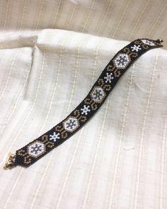 ペヨーテステッチのブレスレット/再販(アラベスク風) 2x Loom Bracelet Patterns, Bead Loom Patterns, Loom Bracelets, Peyote Beading, Native American Beading, Bead Jewellery, Loom Weaving, Peyote Stitch, Brick Stitch
