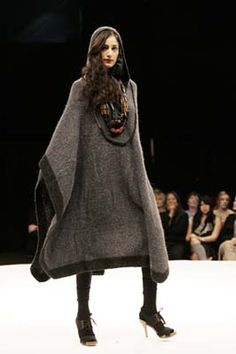 JOANNE HYNES AW06 #Hand knit poncho #runway Knit Poncho, Personal Stylist, Innovation Design, Hand Knitting, How To Memorize Things, The Past, Archive, Runway, Stylists