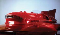 Il cavallino di Maranello ha trainato anche uno storico idroplano monoposto nel lontano 1953: il mitico Riva ARNO XI. Si tratta di un bellissimo natante, frutto dell'ingegno di Achille Castoldi per il quale la Ferrari sviluppò un motore V12 di 4500 cc con un doppio compressore in grado di sviluppare una potenza effettiva di oltre 502 CV a 6000 giri al minuto.