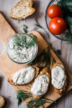 Tuniaková nátierka s cottage cheese Snack Recipes, Healthy Recipes, Snacks, Healthy Food, Cottage Cheese, Tasty Dishes, Camembert Cheese, Dairy, Baking