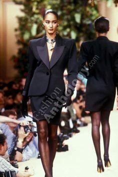 High End Fashion, 90s Fashion, Fashion Show, Lawyer Fashion, Le Smoking, Skirt Suit, Ysl, Yves Saint Laurent, Dressing