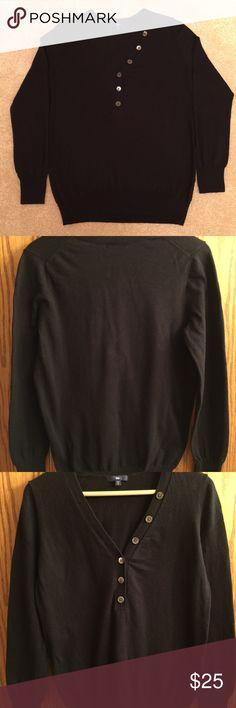 """GAP Women's V-neck Sweater Women's long-sleeve, soft knit, v-neck sweater. Button embellishments along v-neck. Sleeve length: 24"""", Armpit to armpit: 18"""". 70% Cotton, 20% Cotton, 10% Silk. GAP Sweaters V-Necks"""