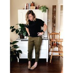 Postpartum Fashion, Superfly, Capri Pants, It Is Finished, Paintings, Bed, Green, Hair, Instagram