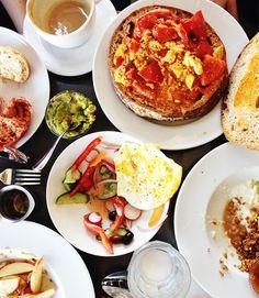Israeli Breakfast #tlv #patternpulp Israeli Breakfast, Pita Bread, Fries In The Oven, Stuffed Green Peppers, Couscous, Bruschetta, Beets, Vegetable Pizza, Blueberry
