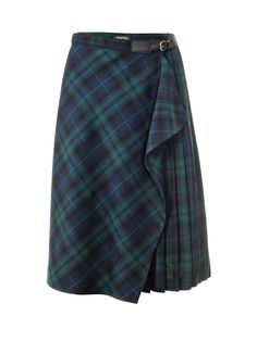 Fashionistas are wearing the kilt this season – naturally with classic pleat details and clasp. The cut-on flounce in front is fresh and when worn with a classic blouse and booties it works for the office, too. Midi Rock Outfit, Midi Skirt Outfit, Skirt Pants, Skirt Outfits, Tartan Fashion, Diy Fashion, Fashion Outfits, Steampunk Fashion, Gothic Fashion