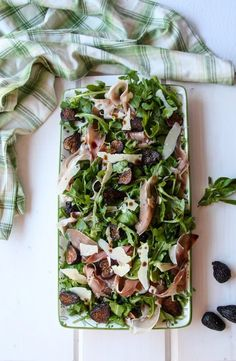 Fig Salad with Prociutto, Arugula and aged pharmesan cheese Is a beautiul, balance of flavours, and a perfect way to enjoy fresh or dried figs. Fig Salad, Gym Food, Dried Figs, Easy Smoothies, Meal Prep For The Week, Salad Dressing Recipes, Healthy Salad Recipes, Prosciutto, Arugula