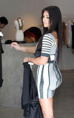 Kim Kardashian I hate that I love the way she dresses Kim Khloe Kourtney, Looks Kim Kardashian, Kardashian Style, Kourtney Kardashian, Kardashian Fashion, Colourful Outfits, Trendy Outfits, Fashion Outfits, Fashionable Outfits