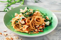 Spaghetti integrali, gamberi e rucola