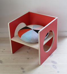 Charmant Red CUBE Chair/table From SMALL DESIGN