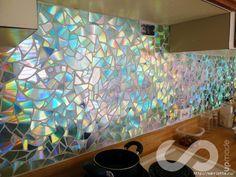 CD-Wand Отделка рабочей стены на кухне мозаикой из компакт-дисков (6) (700x525, 359Kb)