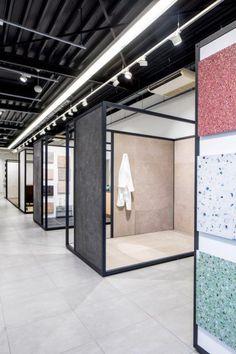 Tegelshowroom Tegelhuys (5) Showroom Interior Design, Tile Showroom, Interior Architecture, Retail Store Design, Retail Shop, Villefranche Sur Saône, Tile Stores, Exhibitions, Verona