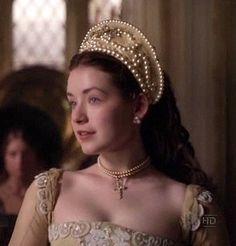 Sarah Bolger as Mary Tudor The White Princess, Princess Mary, Headdress, Headpiece, Los Tudor, The Tudors Tv Show, Mode Renaissance, Tudor Dress, Mary Tudor