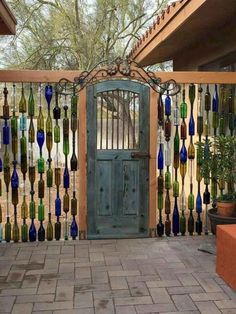 35 Perfect Backyard Privacy Fence Decor Ideas On A Budget. If you are looking for Backyard Privacy Fence Decor Ideas On A Budget, You come to the right place. Below are the Backyard Privacy Fence Dec. Privacy Fence Decorations, Diy Privacy Fence, Privacy Fence Designs, Garden Privacy, Sloped Garden, Backyard Privacy, Diy Fence, Backyard Retreat, Backyard Fences