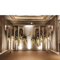 Indian Wedding Receptions, Indoor Wedding Ceremonies, Wedding Mandap, Wedding Ceremony Backdrop, Wedding Table, Wedding Ideas, Wedding Backdrop Design, Wedding Stage Design, Winter Wedding Decorations