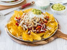 For a fun Mexican style dinner that's sure to tempt even the fussiest of eaters, try these Easy Chicken Nachos. Chicken Nachos Recipe, Easy Chicken Recipes, Easy Dinner Recipes, Easy Meals, Clean Eating Kids, Clean Eating Dinner, Healthy Mummy Recipes, Mexican Food Recipes, Diet Recipes