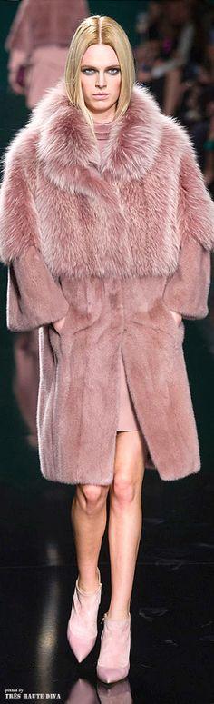Elie Saab Fall 2014 Ready-to-Wear Fur Fashion, Trendy Fashion, High Fashion, Winter Fashion, Fashion Show, Fashion Outfits, Paris Fashion, Elie Saab Fall, Fabulous Furs
