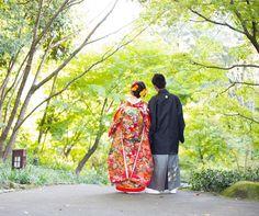 和装前撮りで撮りたい後ろ姿ショット | marry[マリー] Wedding Photography Poses, Wedding Poses, Pre Wedding Photoshoot, Vera Bradley Backpack, Kimono, Women, Google, Fashion, Characters