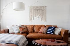 Get inspired by Eclectic Living Room Design photo by Veneer Designs. Wayfair lets you find the designer products in the photo and get ideas from thousands of other Eclectic Living Room Design photos. Shabby Chic Wallpaper, Chic Bedroom, Chic Wallpaper, Shabby Chic Interiors, Chic Living Room, Eclectic Living Room, Boho Living Room, Home Decor, Living Room Designs