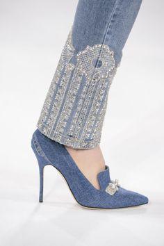 Simkhai at New York Fashion Week Fall 2017 Jonathan Simkhai at New York Fall 2017 (Details)Jonathan Simkhai at New York Fall 2017 (Details) Denim Fashion, Fashion Pants, Fashion Shoes, Womens Fashion, Fashion Outfits, Style Glam, My Style, Mode Country, New Yorker Mode