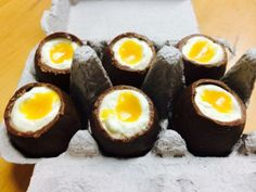 easter eggs filled with lemon cheesecake and passionfruit yolk Creme Egg, Lemon Cheesecake, Easter Chocolate, Yummy Treats, Easter Eggs, Tasty, Sweets, Cooking, Breakfast